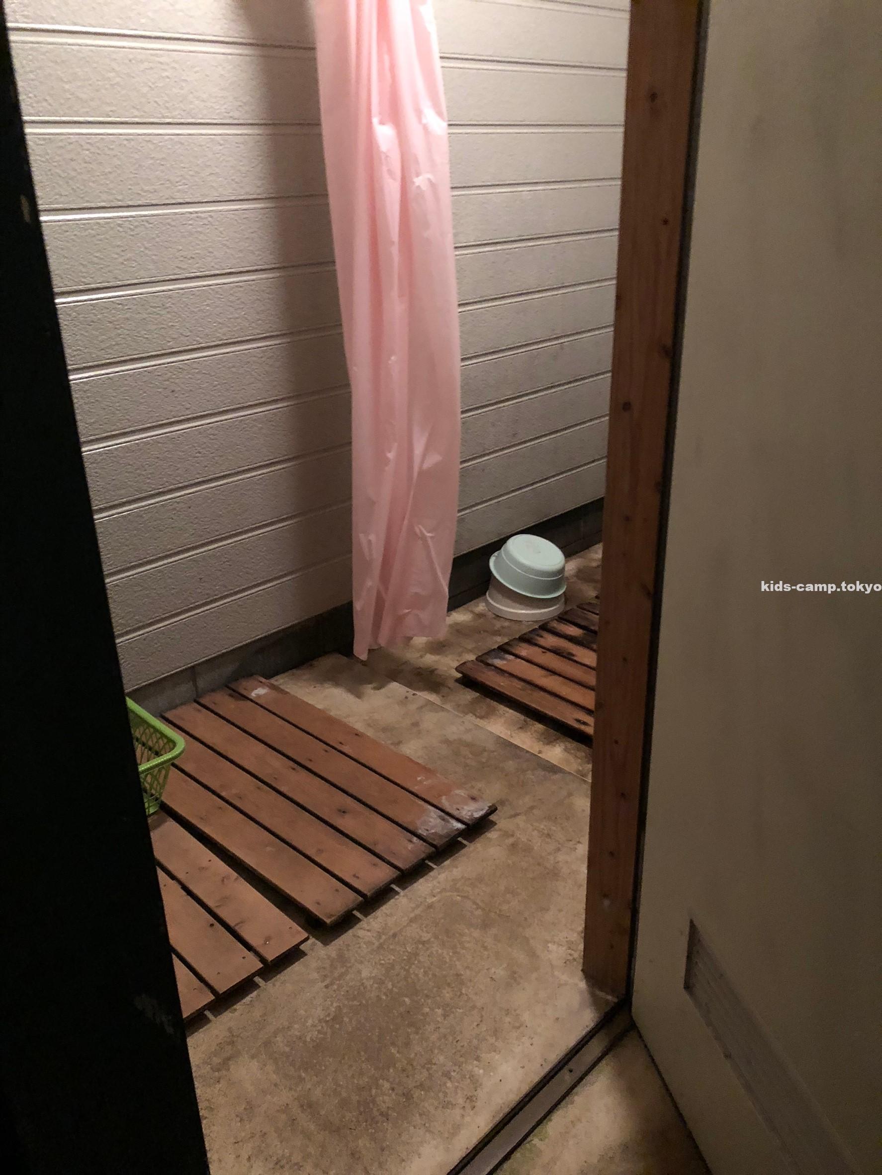 大原 上布施 オートキャンプ場 シャワー室 画像